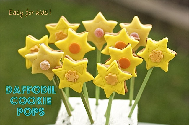 making-Daffodil-cookie-pops