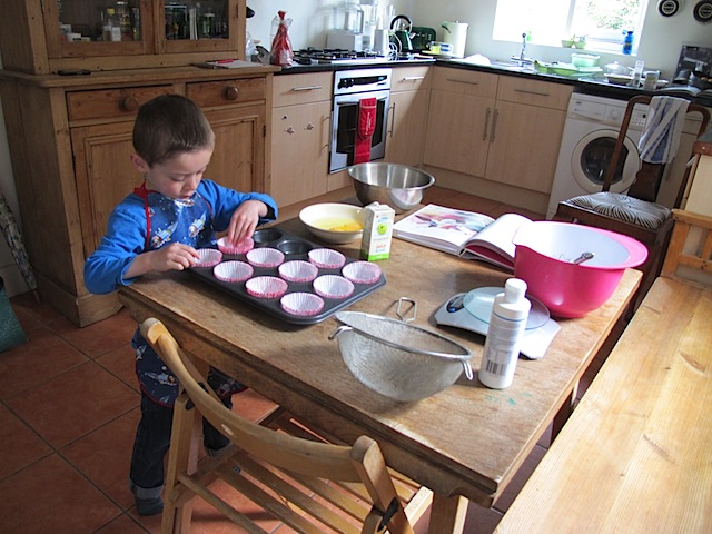 Bake-muffins-with-kids