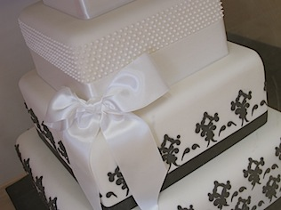 Mich-Turner-Little-Venice-Cake-Company-black-white-wedding-cake