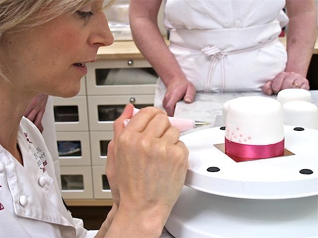 Mich-Turner-piping-technique-Little-Venice-Cake-Company