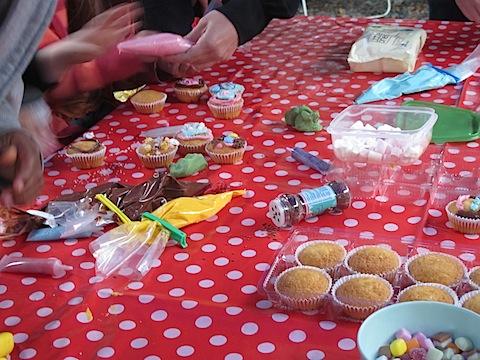 kids cupcake decorating activity
