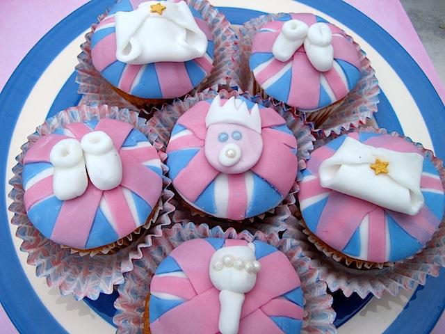 Royal Baby Cupcakes - 21.JPG