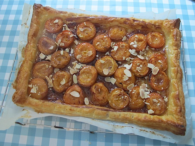 Apricot and smoked honey tart | MaisonCupcake.com