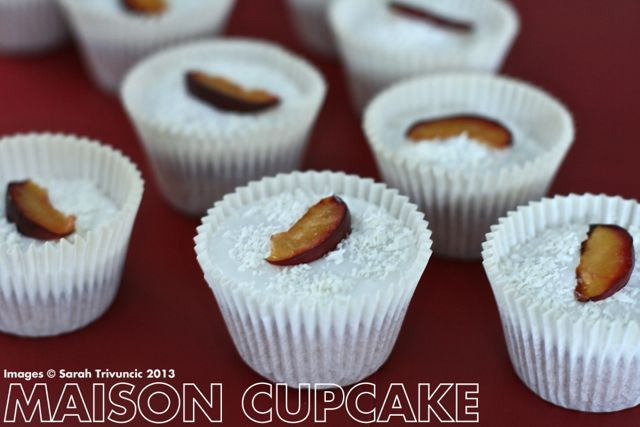 Coconut and plum cupcakes - covered with glace icing made with coconut milk #cupcakes #autumn #baking #recipes