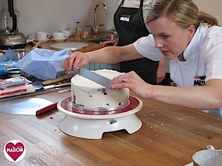 Watching Cake Boss UK ambassador Juliet Sear show off the new range of Cake Boss baking equipment #cakeboss #cakedecorating #baking