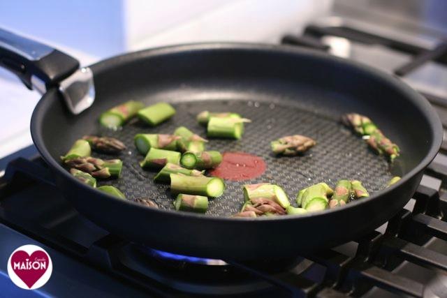 Frying asparagus in tefal frying pan