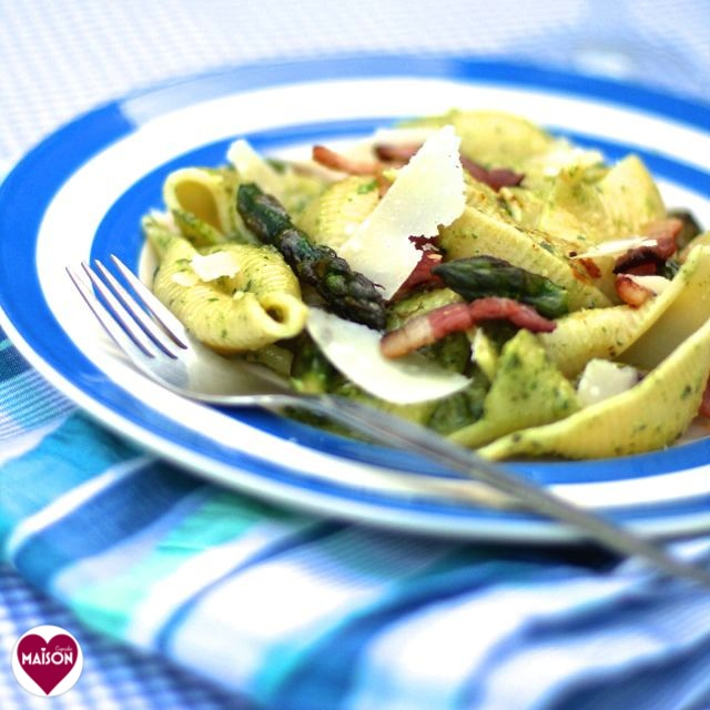 Giant conchiglie pasta shells with asparagus, bacon and Vitamix pesto recipe