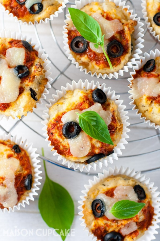 Bake these easy Pizza Muffins with Black Olives in little over 30 minutes - recipe at maisoncupcake.com