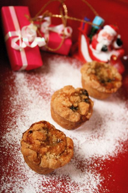 Almond crumble topped mini mince pies