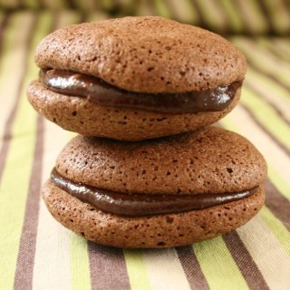 Recipe: chocolate macarons with beetroot chocolate fudge filling