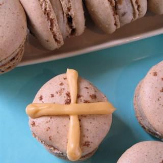Recipe: hot cross bun macarons