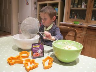 kids baking mixing bowls sieve
