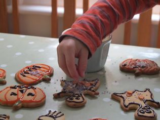 kids decorating halloween cookies