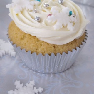 Winter wonderland cupcakes and a Christmassy competition