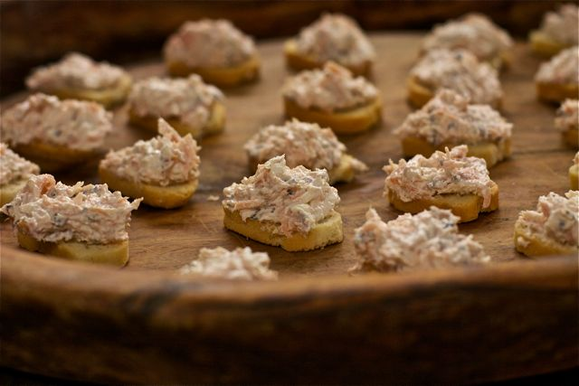 Peppered salmon and cream cheese canapes