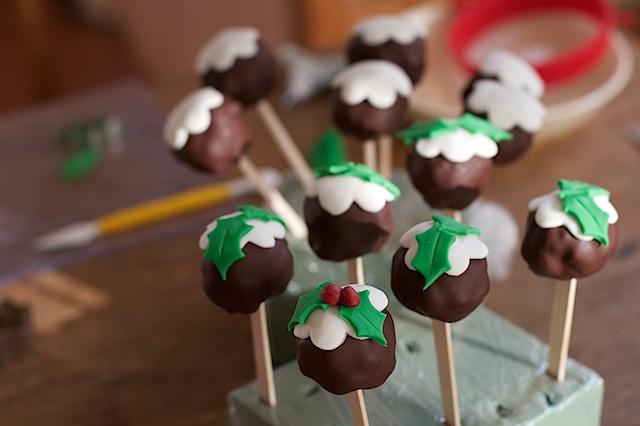 Christmas-pudding-cake-pops
