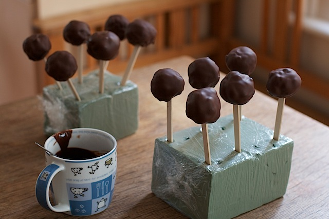Christmas-pudding-cake-pops
