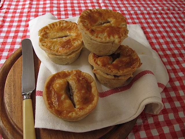 How to make steak and kidney mini pies