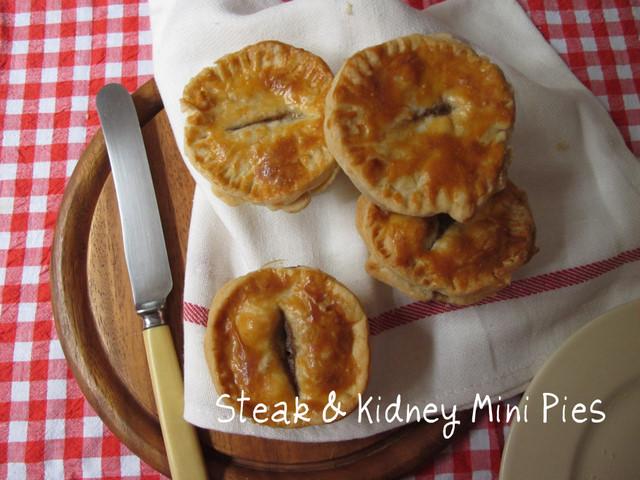 Steak and kidney mini pies... perfect fare for Bonfire Night!