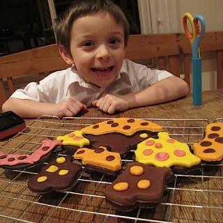 Recipe: giant iced dinosaur cookie