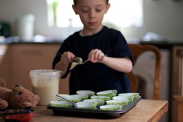 Children baking cakes at MaisonCupcake.com