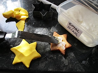 sticking-sugar-dough-onto-cookies
