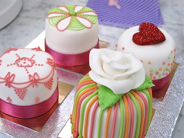 Mich-Turner-Little-Venice-Cake-Company-individual-cakes-piping-class