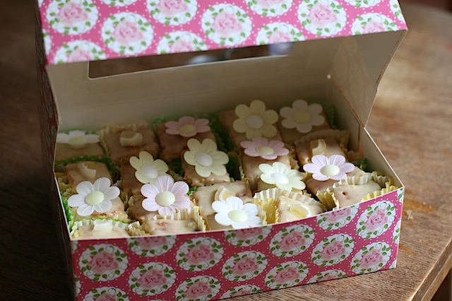 French fancies using instant fondant fancy icing
