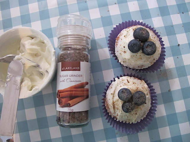 Blueberry and cinnamon cupcakes