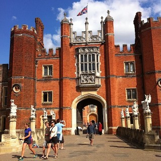 An a-maze-ing day at Hampton Court (Experience Days)