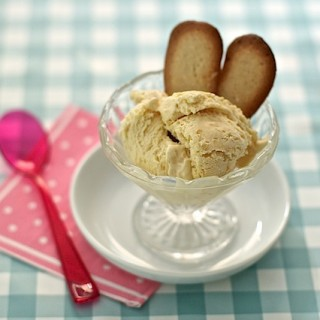 Apricot ice cream with amaretto
