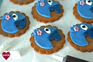 Rio2 movie blue parrot cookies - 17-imp.jpg
