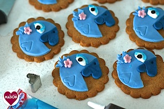 Rio2 movie blue parrot cookies - 18-imp.jpg