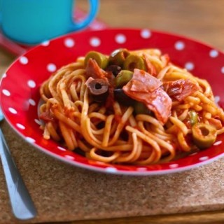 Pasta Please! Linguine, ham and olives for Speedy Suppers