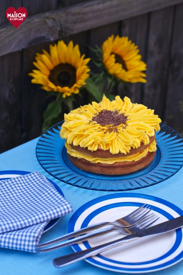 Make this easy lemon sunflower cake at Maison Cupcake.com