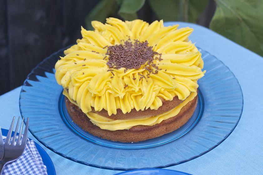 Easy Lemon Sunflower Cake Babycentre Maison Cupcake