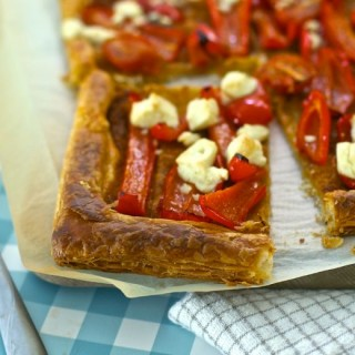 Red pepper and feta tart for picnic in a panic