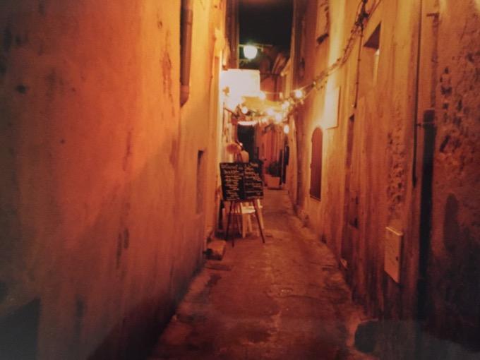 St Tropez alleyway
