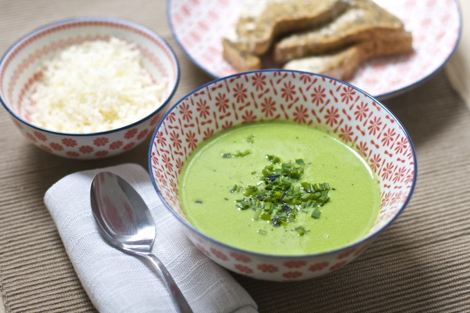 Vitamix pea soup with cheese and chives - 2