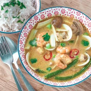 Thai Prawn Curry with Clams (Cool Cookery)