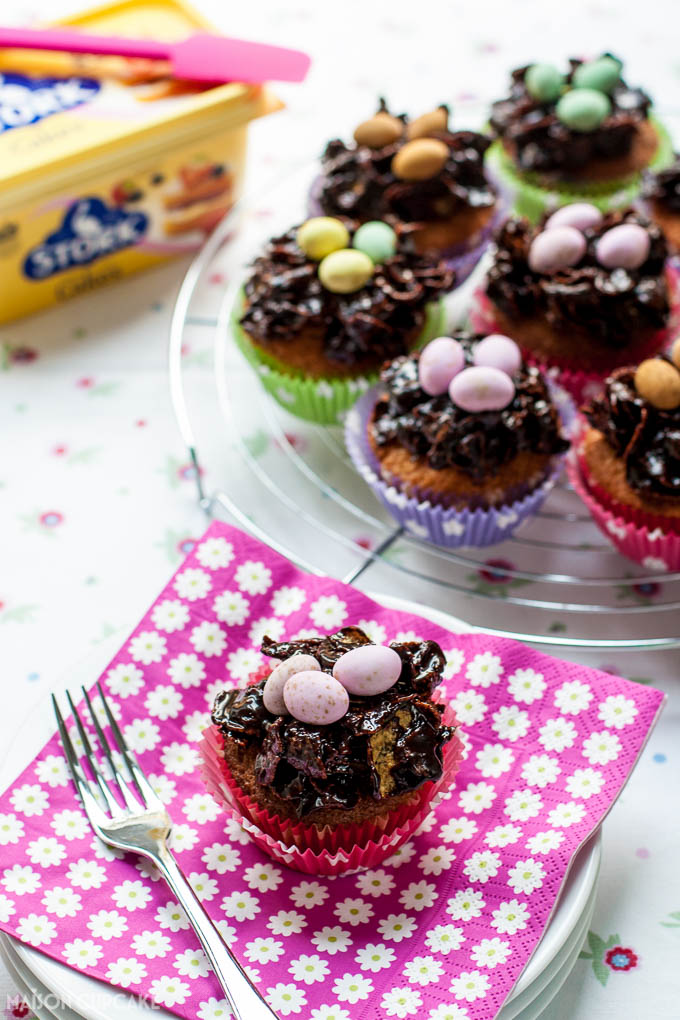 Sticky chocolate Easter nest cupcakes with Stork - 1