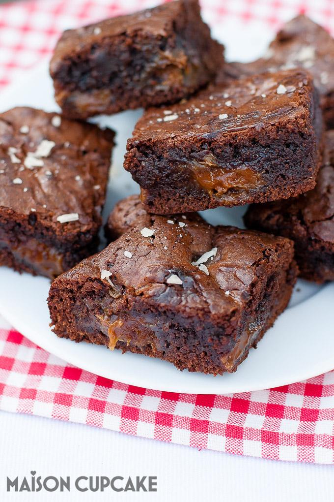 Dulce de Leche Brownies chocolate traybake at MaisonCupcake.com