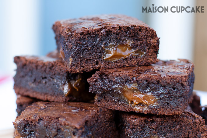 Dulce de Leche Brownies chocolate traybake at MaisonCupcake.com