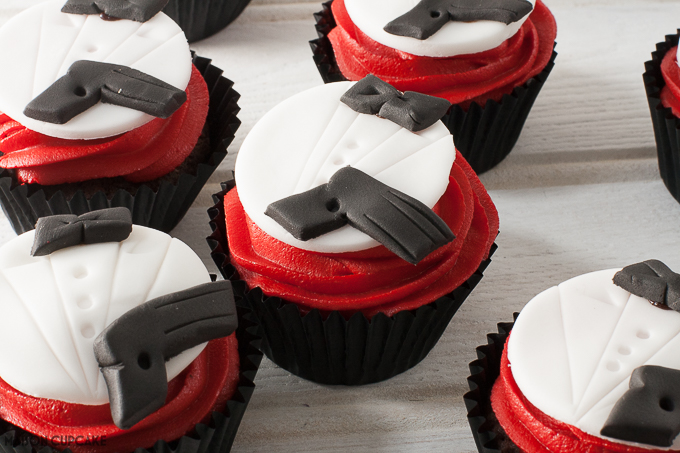 Two ways to make James Bond party cupcakes