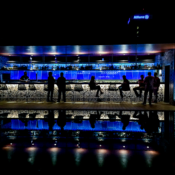 Hotel Catalonia Barcelona Plaza - poolside bar at night