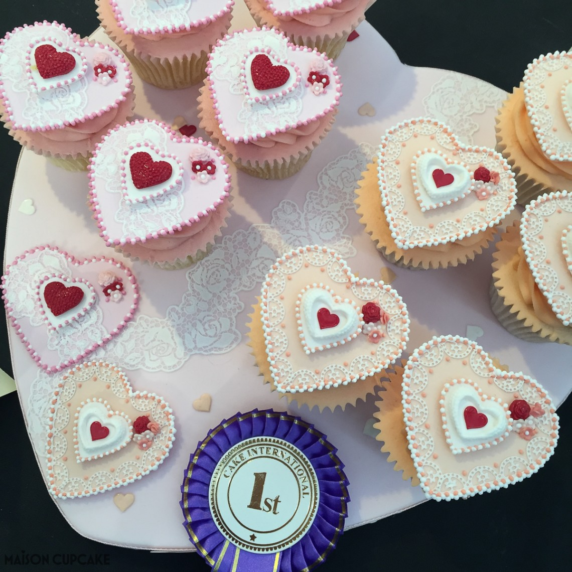 Intricate heart cupcakes by Tania Clarke