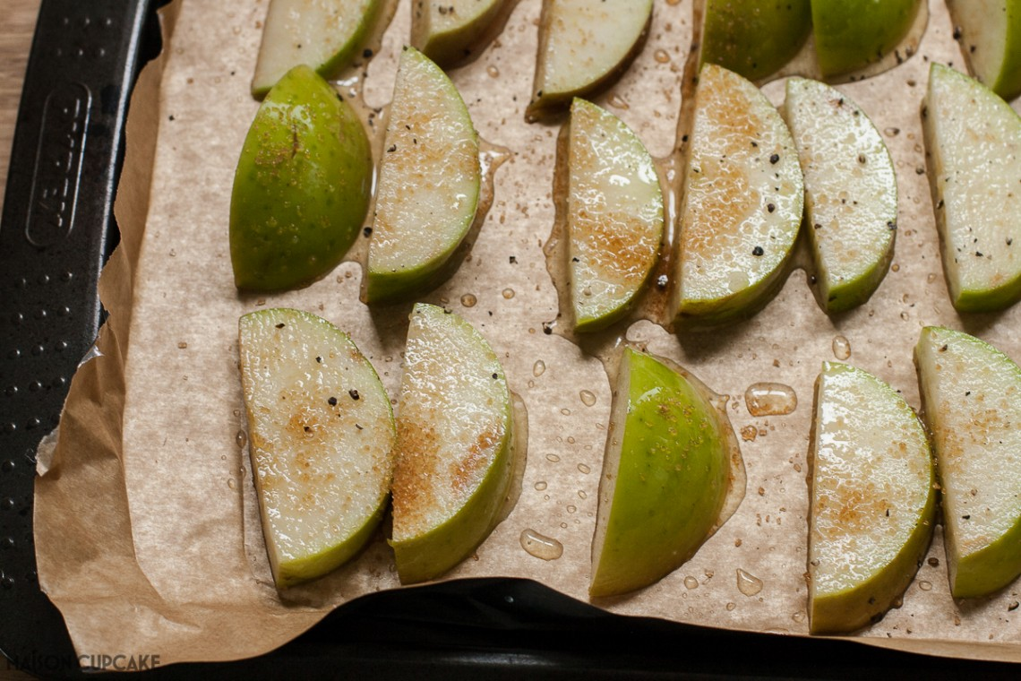 Baked apple slices to serve with roast dinner