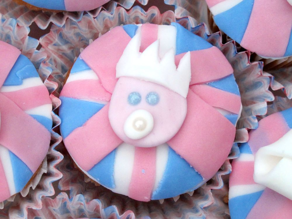 BabyCentre royal baby cupcakes - 13