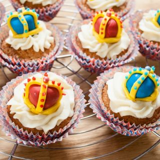 Queen's Birthday Cupcakes (Dr Oetker)