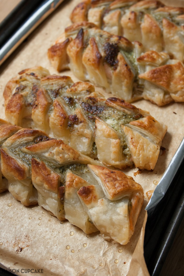 Salmon puff pastries - 4 ingredient savoury pastries filled with salmon and pesto for a quick easy supper